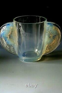 Art Deco Verlys Les Oiseaux Des Iles Opalescent Glass Vase Circa 1934