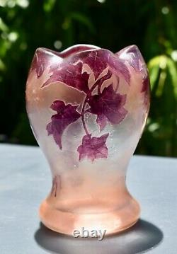 Beautiful Antique Signed LEGRAS RUBIS Vase (14.7cm)