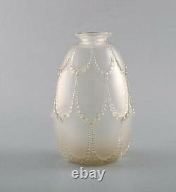 Early René Lalique Perles vase in mouth-blown art glass. Dated ca 1925