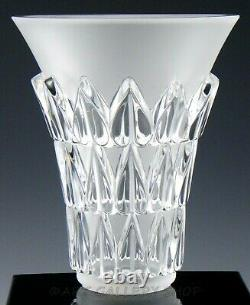 Lalique France Crystal 7-1/4 FEUILLES VASE WITH HEART SHAPED LEAVES Mint