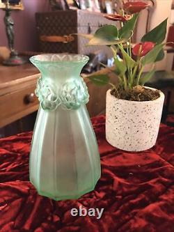 Lalique Vintage Oeillets Carnation Vase