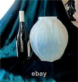 Verlys Art-deco Opalescent-cased Glass Vase France 1920's